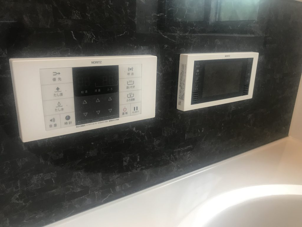 一日の疲れを癒す浴室には5.5インチのTV付き!