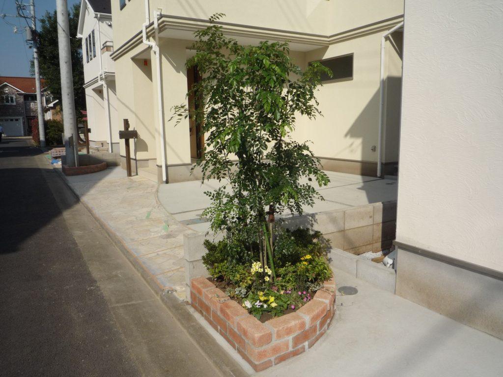 外観を一層華やかに演出するシンボルツリー!