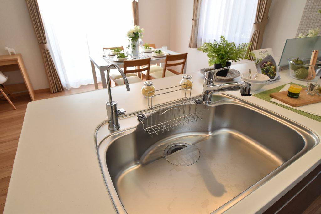 独立型の浄水器を標準装備。一体型に比べ浄水能力が高いのでおいしい水が飲めます♪