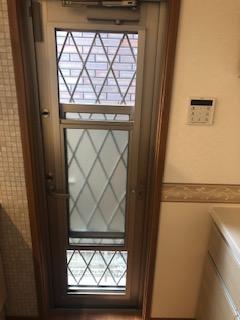 【施工例】ちょっとしたゴミ出しや、大型の換気窓としても使えるあったらうれしい勝手口!