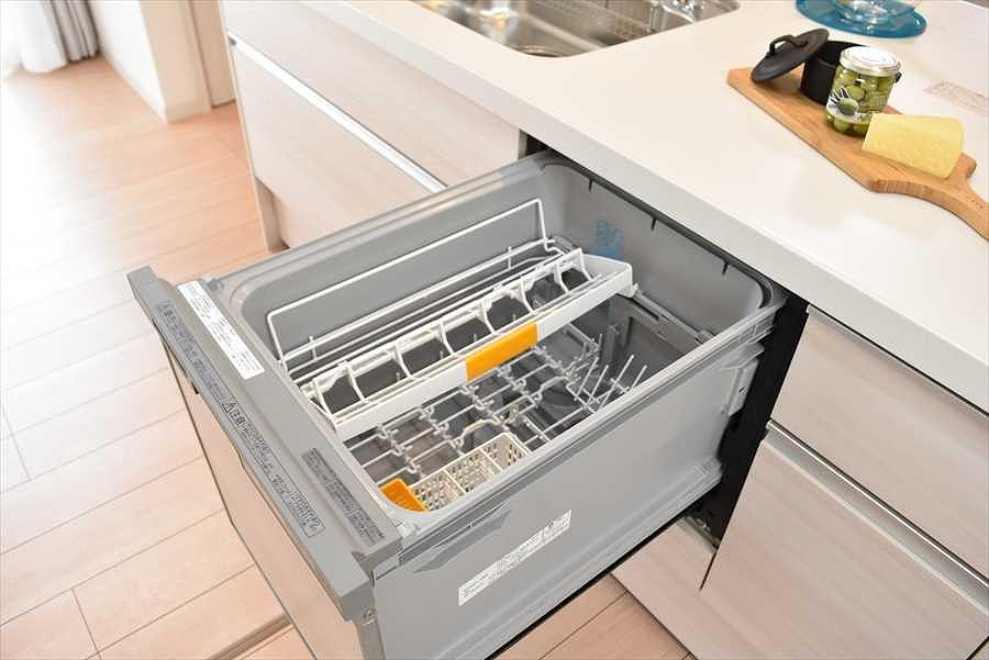 【施工例】奥様の強い味方、食洗機を標準装備。食事後の団欒の時間を増やしてくれます♪