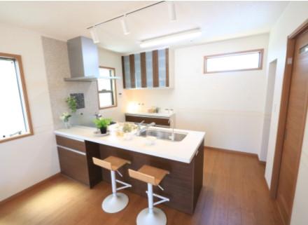 明るく開放感のあるオープンキッチンは日々のお料理にも力が入ります♪