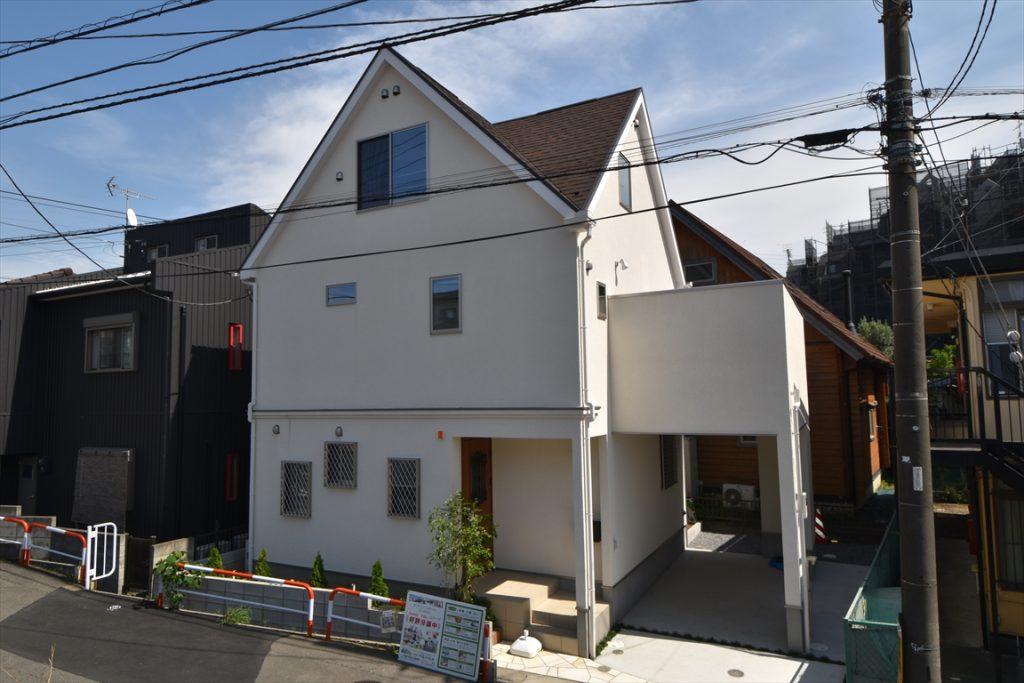 現地写真 三角屋根のお洒落な遊び心のある家