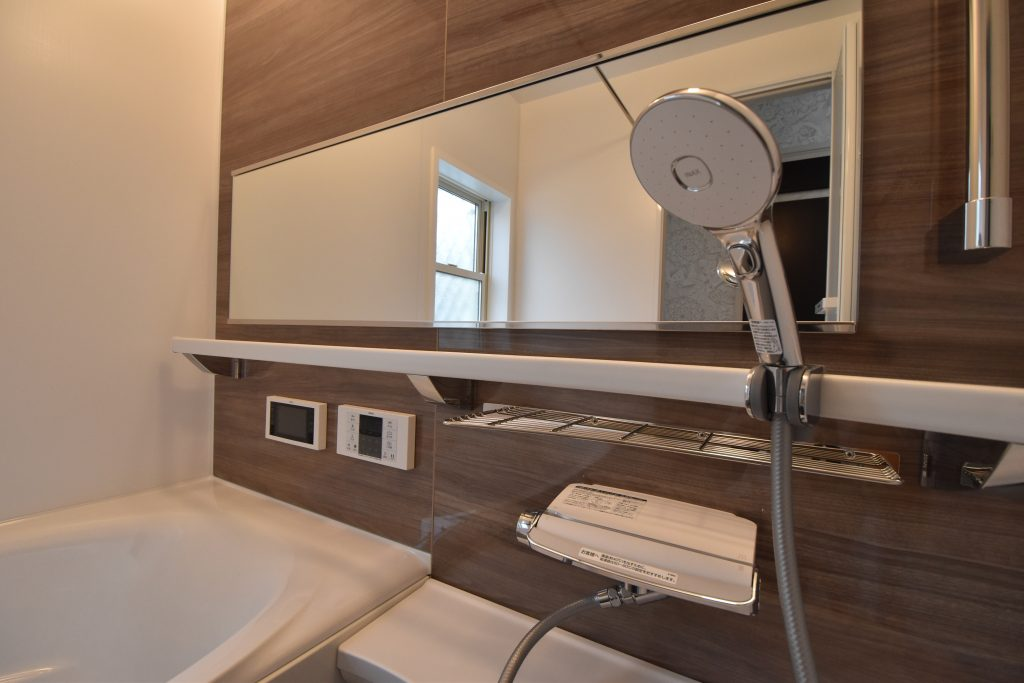 【施工例】一日の疲れを癒す浴室には5.5インチのTV付き。