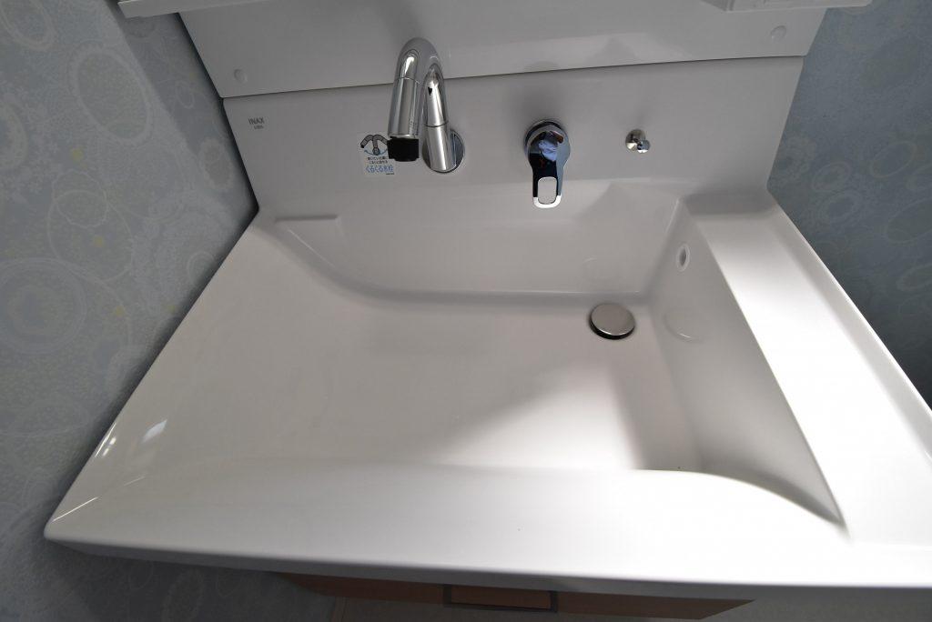 【施工例】使いやすさと広さを実現した大型洗面ボウル!バケツを置いたままでも作業スペースを確保できます!