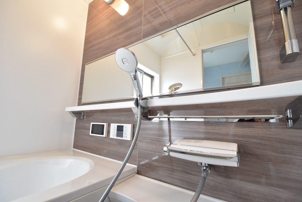 【施工例】見た目も機能性も優れたエコアクアシャワーにワイドレバー水栓♪