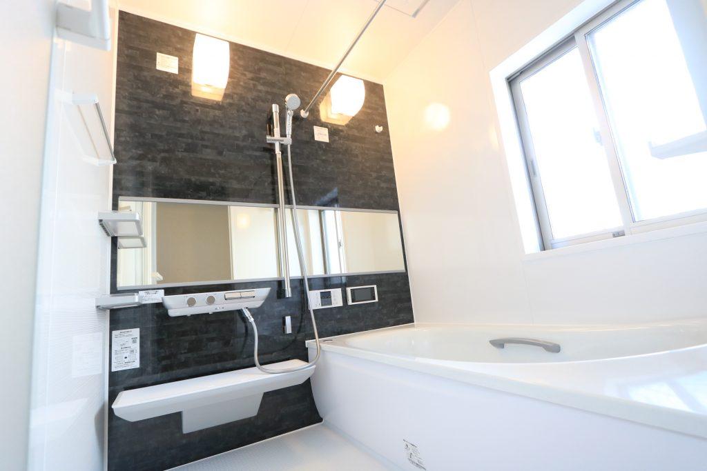 【施工例】ワイドミラーに2wayタッチ水栓、魔法瓶浴槽と充実の設備!