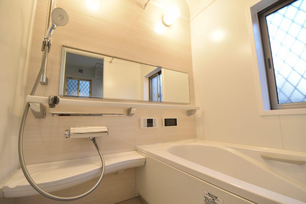 【施工例】ワイドミラー、浴室TV、レバー水栓とワンランク上の仕様設備が標準装備♪